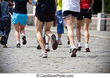 人們, 跑, 在, 馬拉松, 上, 城市街道