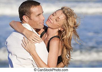人和婦女, 夫婦, 在, 浪漫, 擁抱, 上, a, 海灘