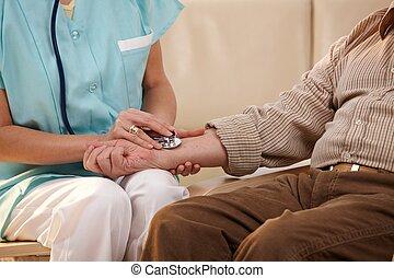 人物面部影像逼真, ......的, 手, 使用聽診器, 上, 腕