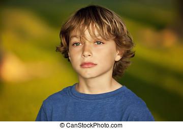 人物面部影像逼真, ......的, a, 悲哀的孩子