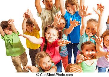 人群, ......的, 孩子, 上升, 舉起手來, 對 照相機
