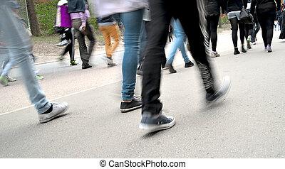 人群, ......的, 步行的人, 上, 路