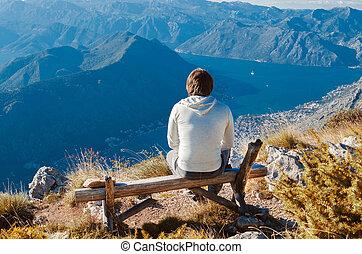 人間が座る, 上に, ベンチ, 高く上へ, 山で, 楽しむ, 美しさ, w