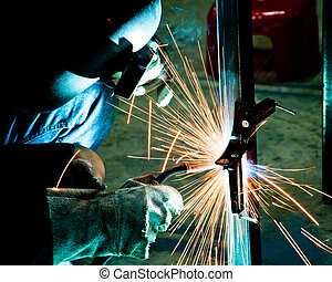 人類, 工作, ......的, 銲接, 由于, 很多, ......的, 電火花, 在, a, 金屬工業, 工廠