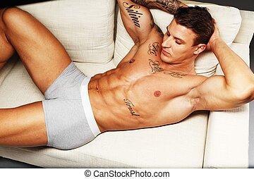 人, ∥で∥, 美しい, 筋肉, 入れ墨された, トルソ, 中に, 下着, ソファー に あること
