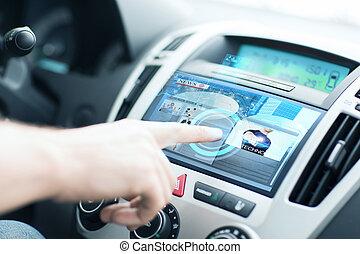 人, 使用, 汽车, 控制面板, 为了阅读, 新闻
