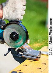 人, 使用, 角度, 磨工, 为了切割, 金属棒
