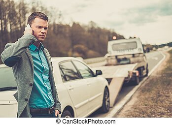 人, 呼出し, 間, 牽引 トラック, 選択, 彼の, 壊される, 自動車