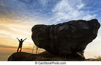 人, 在的顶端上, 山, 带, 大, 石头