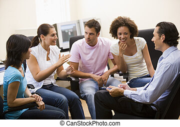 人, 寛容な講義, へ, 4人の人々, 中に, コンピュータ室