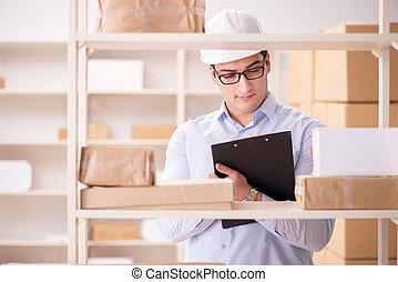 人, 工作, 在, 郵政, 包裹, 發送服務, 辦公室