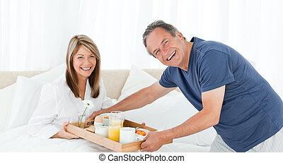 人, 帶來, 早餐, 到, 他的, 妻子