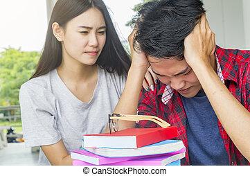 人, 悲しい, 学生, 点検, a, 失敗される, 試験, 一緒に座る, ∥において∥, テーブル。