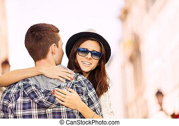 人, 抱き合う, 若い女性, 光景, 後部から