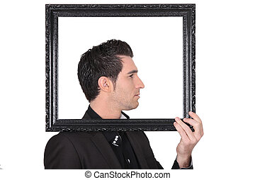 人, 持ちこたえる, a, 写真フレーム, のまわり, 彼の, 頭