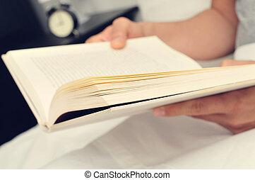 人, 本, 若い, ベッド, 読書