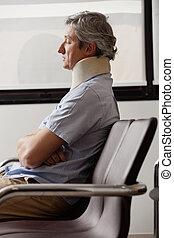 人, 由于, 脖子傷, 休息, 在, 休息室