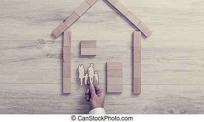 人, 置くこと, a, 切りなさい, の, 彼の, 家族, 中, a, 木製フレーム, 家, a, 概念, の, 家 所有権