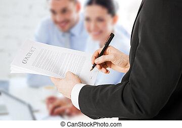 人, 署名の契約