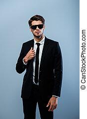 人, 身に着けている黒, タキシード, 流行, ハンサム, ガラス