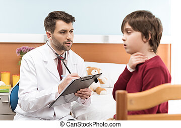 人, 醫生, 由于, 剪貼板, 檢查, 孩子, 病人, 由于, 喉痛