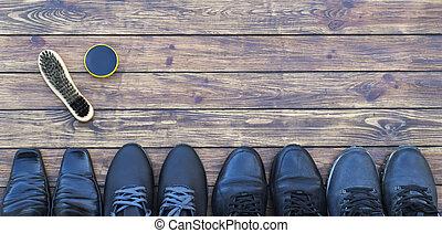 人` s, 鞋類