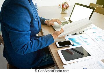 仕事, タブレット, ビジネス, 若い, ラップトップ, workplace., 人, ノートブックコンピュータ, 電話, 手, 人, 痛みなさい, 人