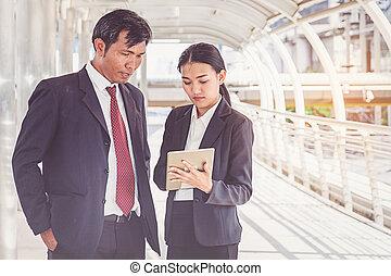 仕事, ビジネス, タブレット, 見る, チーム, 都市