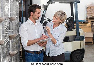仕事, 微笑, クリップボード, マネージャー, 倉庫