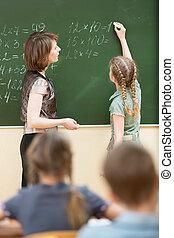 仕事, 解決, blackboard., 執筆, 生徒, 学童, 教師, classroom.
