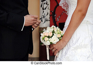 他, 放, the, 結婚戒指, 上, 她