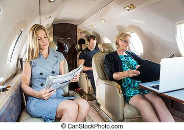 企業のビジネス, ジェット機, 人々