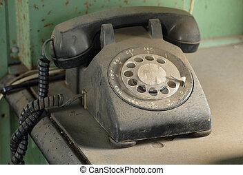 休む, ダイヤル, 古い, ほこりまみれである, 回転式 電話, テーブル