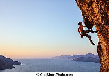 休む, ロッククライミング, 張り出している, 登山家, 崖, 間