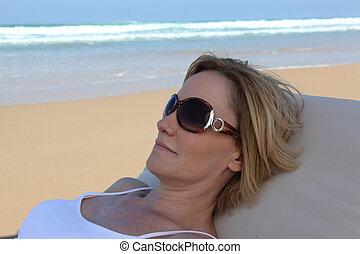 休む, 女, 浜, 肖像画