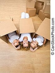 休む, 家族, 床, ∥(彼・それ)ら∥, 新しい 家