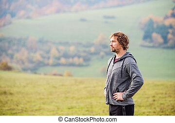 休む, 自然, 外, 若い, 秋, 動くこと, 人, ハンサム