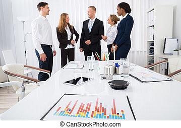 会話, 幸せ, businesspeople, オフィス, 持つこと