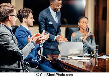会議室, オフィス, 議論, 話し, 女性, チームのミーティング, リーダー