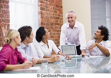会議室, ラップトップ, 5, businesspeople, 笑い