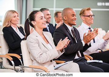会議, グループ, ビジネス 人々, 椅子, 拍手喝采する, formalwear, モデル, 幸せ, ホール, speaker.
