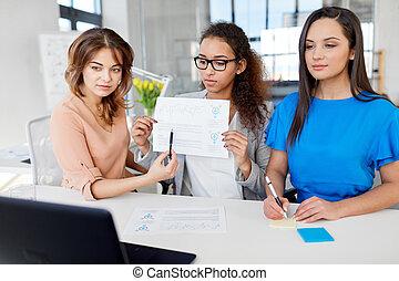 会議, ビデオ, 持つこと, オフィス, 女性実業家