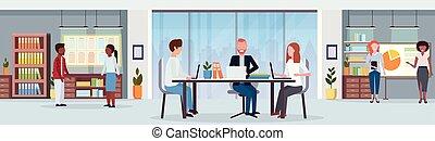 会議, 平ら, 同僚, 中心, オフィスの 会合, 現代, businesspeople, 創造的, 混合, レース, ブレーンストーミング, 仕事場, ワークスペース, 机, 内部, co-working, 旗, 横