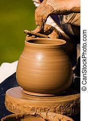 伝統的である, 陶器