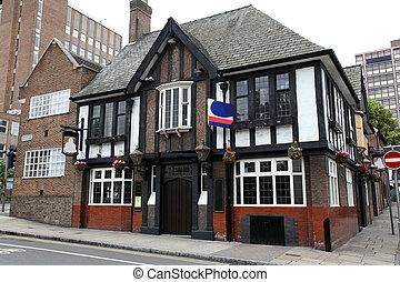 伝統的である, pub, 英語