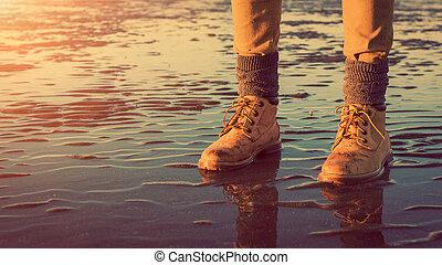 低い, 歩くこと, 概念, 細部, 若い, フィート, 冒険, 女の子, 浜, 潮