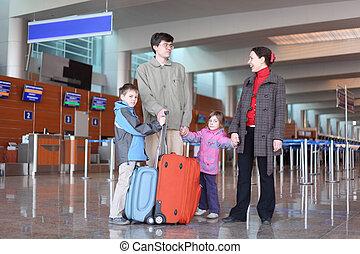体, 男の子, フルである, 家族, スーツケース, 2, 地位, 空港, 女の子, ホール