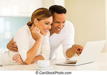使うこと, 恋人, コンピュータ, ラップトップ, 台所