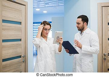 使うこと, 病院, デジタルタブレット, 医者