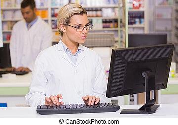 使うこと, 薬剤師, コンピュータ